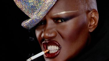 Grace Jones vil være til stede under visningen av filmen  «Bloodlight and  Bami» på Prinsen kino kl.17 onsdag ettermiddag