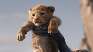 """A FUTURE KING IS BORN – In Disney's all-new """"The Lion King,"""" Simba idolizes his father, King Mufasa, and takes to heart his own royal destiny. Featuring JD McCrary and Donald Glover as young Simba and Simba, """"The Lion King"""" roars into U.S. theaters on July 19, 2019. ©2019 Disney Enterprises, Inc. All Rights Reserved. Løvenes Konge 2019                      (Foto: null Disney Enterprises, Inc.)"""