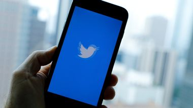 FILE PHOTO: The Twitter App loads on an iPhone in this illustration photograph taken in Los Angeles, California, U.S., July 22, 2019.    REUTERS/Mike Blake/File Photo                      (Foto: Mike Blake)