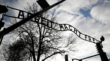 The front gate of the former Nazi German concentration and extermination camp Auschwitz I is pictured in Oswiecim, Poland January 23, 2020. REUTERS/Kacper Pempel                       (Foto: KACPER PEMPEL)