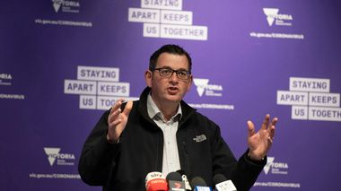 Victorian Premier Daniel Andrews speaks to the media during a press conference in Melbourne, Monday, July 6, 2020. As Australia is emerging from pandemic restrictions, the Victoria state capital Melbourne is buckling down with more extreme and divisive measures that are causing anger and igniting arguments over who is to blame as the disease spreads again at an alarming rate. (AP Photo/Andy Brownbill)                      (Foto: Andy Brownbill)