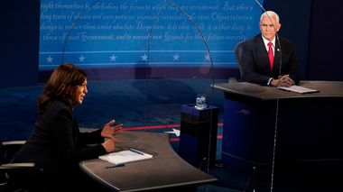 Vice President Mike Pence looks at Democratic vice presidential candidate Sen. Kamala Harris, D-Calif., as she answers a question during the vice presidential debate Wednesday, Oct. 7, 2020, at Kingsbury Hall on the campus of the University of Utah in Salt Lake City. (AP Photo/Morry Gash, Pool)                      (Foto: Morry Gash)