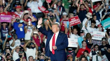 President Donald Trump speaks at campaign rally at the Orlando Sanford International Airport Monday, Oct. 12, 2020, in Sanford, Fla. (AP Photo/John Raoux)                       (Foto: John Raoux)