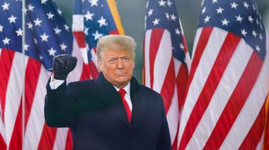 U.S. President Donald Trump makes a fist during a rally to contest the certification of the 2020 U.S. presidential election results by the U.S. Congress, in Washington, U.S, January 6, 2021. REUTERS/Jim Bourg                       (Foto: JIM BOURG)