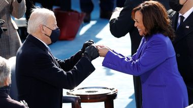 FILE PHOTO: President-elect Joe Biden and Vice President Kamala Harris during the inauguration of Joe Biden as the 46th President of the United States on the West Front of the U.S. Capitol in Washington, U.S., January 20, 2021. REUTERS/Brendan McDermid/File Photo                      (Foto: BRENDAN MCDERMID)