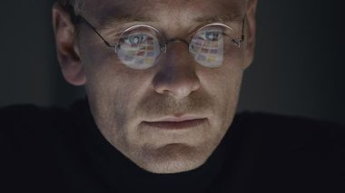 Jobs film: Michael Fassbender er god og oscarnominert som datagründer Steve Jobs.                       (Foto: United International Pictures)
