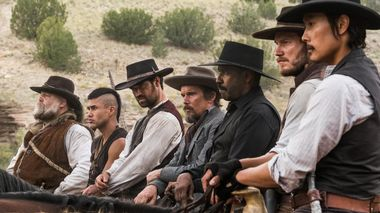 Forglemmelig uovervinnelig: Vincent D'Onofrio, Martin Sensmeier, Manuel Garcia-Rulfo, Ethan Hawke, Denzel Washington, Chris Pratt og Byung-hun Lee er årets utgave av «The Magnificent Seven».
