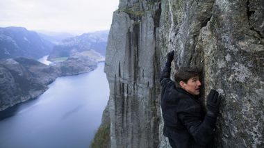 Funker fjell: Tom Cruise som Ethan Hunt i norske fjell i «Mission Impossible - Falllout», som får norsk kinopremiere fredag.                       (Foto: Credit: Paramount Pictures)