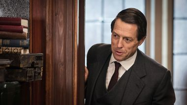 Grants Thorpe: Hugh Grant som Thorpe i tv-serien.                       (Foto: Sophie Mutevelian;BBC/Blueprint Television, Sophie Mutevelian/BBC/Blueprint Television Ltd/Courtesy of Sony Pictures Television BBC/Blueprint Television BBC/Blueprint Telev)